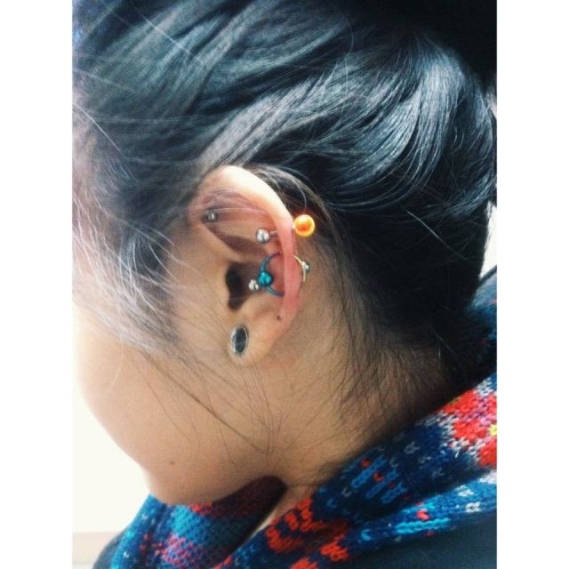 Custom Piercing w/Colourful BCR.