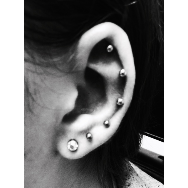 5x Ear Lobe & Cartilage Piercings