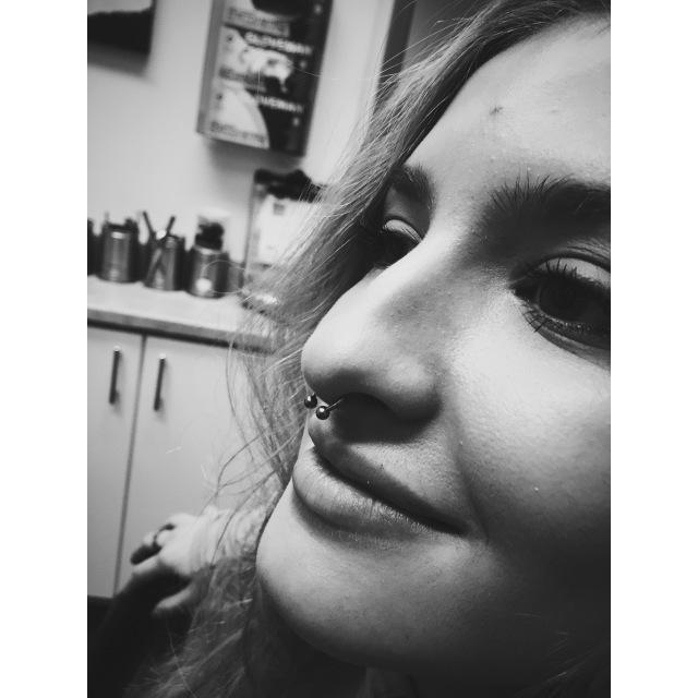 Flo's Septum Piercing II